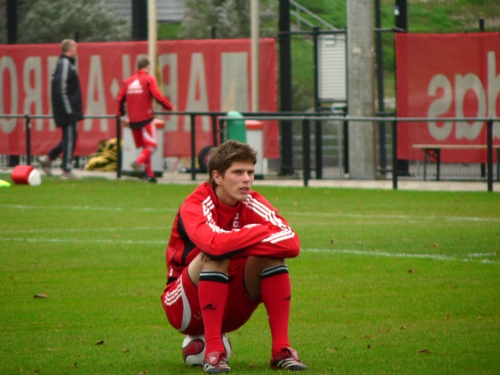20080507214110!Huntelaar_sit.jpg